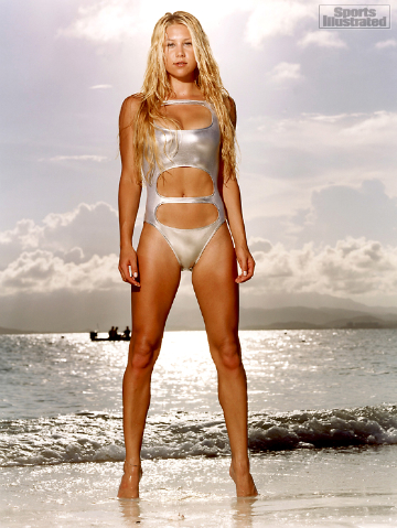anna-kournikova-on-the-beach-small[1]